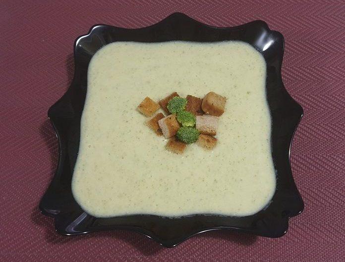 Supa crema de broccoli cu crutoane de casa